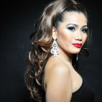"Filipino singer sings ""Valsi i Lumturisë"" by Vaçe Zela"